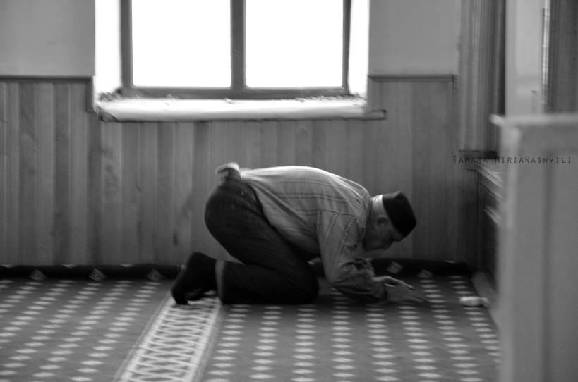 ლოცვა მეჩეთში