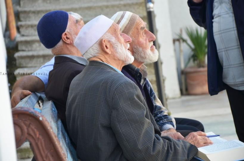 მეჩეთის ეზოში