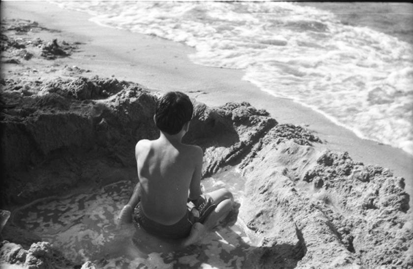 ბავშვი სილაში, ყარაყუმის სანაპირო